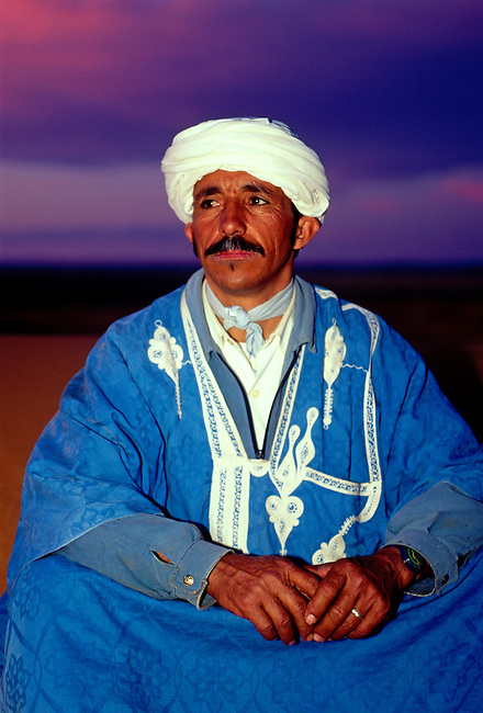 Berber man, model released, sand dunes, Erg Chebbi, Merzouga, Morocco, Africa