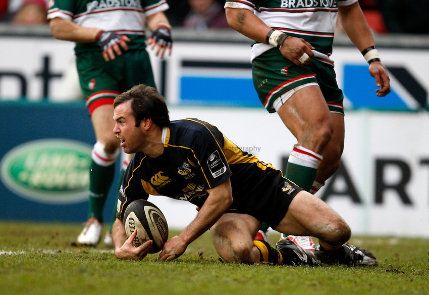 Photo: Richard Lane/Richard Lane Photography..Leicester Tigers v London Wasps. Guinness Premiership. 29/03/2008. Wasps' Fraser Waters scores a try.