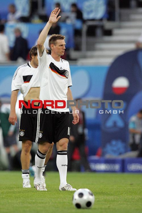 UEFA Euro 2008 Group B Klagenfurt - W&ouml;rthersee Match 04 Deutschland ( GER ) - Polen ( POL ) 2:0 (1:0). <br /> Tim Borowski ( Germany / Mittelfeldspieler / Midfielder / Bayern Muenchen #18 ) beim Aufw&auml;rmen.<br /> Foto &copy; nph (  nordphoto  )