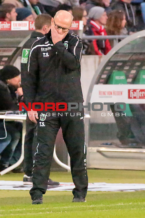 06.02.2016, HDI Arena, Hannover, GER, 1.FBL, Hannover 96 vs FC Mainz 05  im Bild <br /> <br /> Thomas Schaaf (Trainer Headcoach Hannover 96)<br /> Einzelaktion, Ganzk&ouml;rper / Ganzkoerper, <br /> Gestik, Mimik,<br /> entt&auml;uscht / enttaeuscht / traurig   <br /> <br /> Foto &copy; nordphoto / Rust