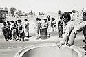 Irak 1991.Control avec peshmergas et soldats irakiens sur la route d'Erbil.Iraq 1991.Checkpoint with peshmergas and  Iraqi soldiers