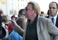 IM BILD: Boris Becker - Diverse Prominente treffen am Mittwoch (05.06.2013) nach und nach im Hotel Steigenberger in Leipzigs Innenstadt ein. Zahlreiche Autogrammjäger und Fans haben sich davor versammelt. Am Abend werden die Gäste beim Abschiedsspiel von Michael Ballack in der Red-Bull-Arena teilnehmen. <br /> Foto: Christian Nitsche