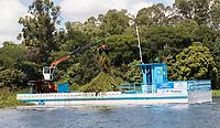 SAO PAULO, SP - 22.03.2017 - DIA-AGUA - Vista da Represa do Guarapiranga na nesta quarta-feira (22), dia mundial da &middot;agua, na zona sul de Sao Paulo. A represa recebeu barreiras econlogicas para conter lixo e passa por um servi&ccedil;o de limpeza intensiva por parte da Sabesp, programa que foi batizado como &quot;Nossa Guarapiranga&quot;, programa piloto que ira se extender por todo sistema h&Igrave;drico no Estado de S&bdquo;o Paulo.<br /> <br /> (Foto: Fabricio Bomjardim / Brazil Photo Press)