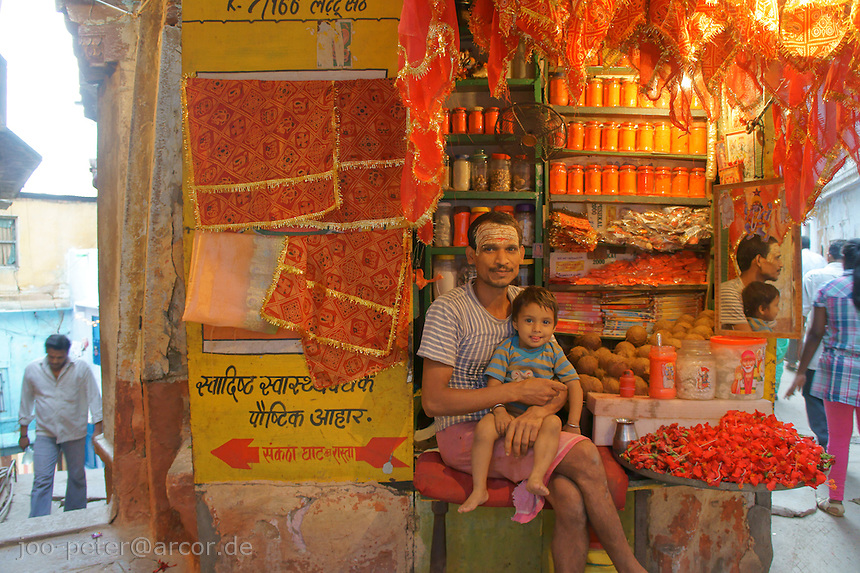 shop owner and his son in the gangs of Varanasi cklose to the ghats