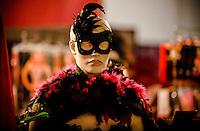LISBOA, PORTUGAL, 03 DE JUNHO 2012 - SALAO EROTICO DO ATLANTICO - Maniquim durante performance no Salao Erotico do Atlantico na Fundicao Oeiras em Lisboa, capital de Portugal neste domingo,3  (FOTO: WILLIAM VOLCOV / BRAZIL PHOTO PRESS).