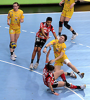 EHF Champions League Handball Damen / Frauen / Women - HC Leipzig HCL : SD Itxako Estella (spain) - Arena Leipzig - Gruppenphase Champions League - im Bild: Anne Müller im Angriff. Foto: Norman Rembarz .