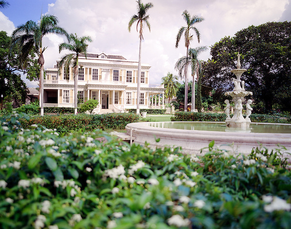 KINGSTON, JAMAICA : A fountain on the grounds of Devon House. Devon House is one of numerous preserved historic mansions in Jamaica that depict the glory of days gone by. This house was built in 1881 by George Stiebel, a wealthy Jamaican who became one of the first black millionaires in the Caribbean on the strength of his mining interests in South America. Kingston, Jamaica, Eastern Caribbean.