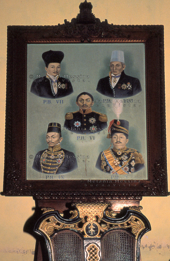 painting on the Sultan's palace wall depicting the faces of the dynasty of  the Sultan.<br /> quadro alle pareti del palazzo del sultano raffigurante i volti della dinastia del sultano