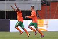 ENVIGADO -COLOMBIA-11-08-2013. Burbano Castillo (I) celebra gol durante el encuentro entre Envigado y Millonarios válido por la fecha 3 de la Liga Postobón II 2013 realizado en el Parque Estadio de la ciudad de Envigado./ Burbano Castillo (L) celebrates a goal during match between Envigado and Millonarios valid for the 3th date of the Postobon League II 2013 at Parque Estadio in Envigado city.  Photo: VizzorImage/Luis Ríos/STR