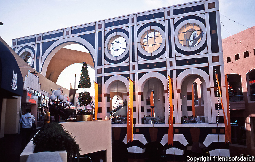 Horton Plaza, San Diego. Architect Jon Jerde. Opened in 1985.Post-Midern design. Photo Jan. 1987.