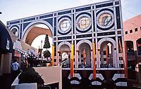 Horton Plaza, San Diego. Architect Jon Jerde. Opened in 1985.Post-Midern design. Photo Jan. 1987.