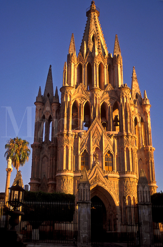 AJ1908, Mexico, San Miguel de Allende, Parich Church (La Parroquia) in San Miguel de Allende in the state of Guanajuato.