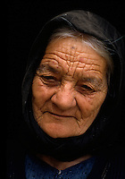 alte Frau im  St. Andreas Kloster, Nordzypern.