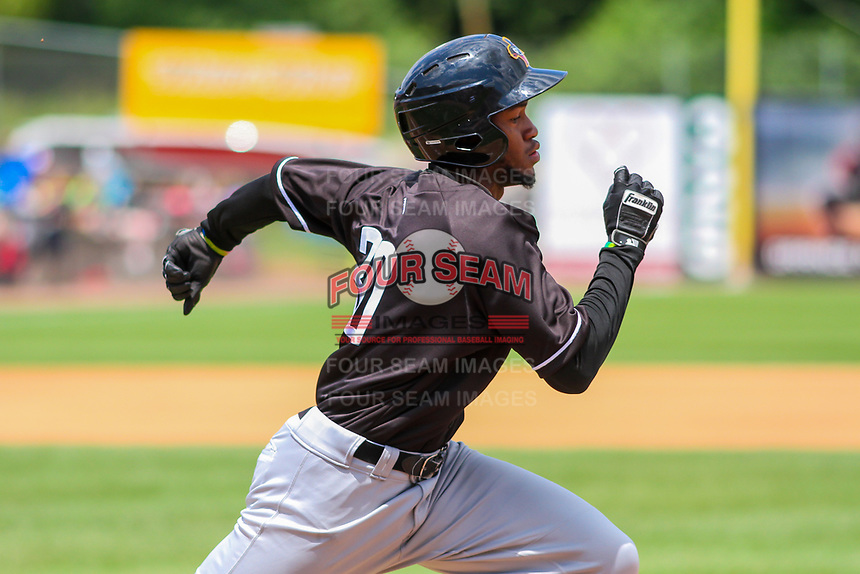 Quad Cities River Bandits outfielder Bryan De La Cruz (30) races to first base during a Midwest League game against the Wisconsin Timber Rattlers on June 27, 2017 at Fox Cities Stadium in Appleton, Wisconsin.  Quad Cities defeated Wisconsin 6-5. (Brad Krause/Four Seam Images)