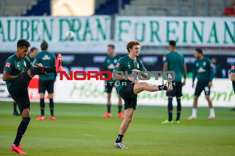 Joshua Sargent (Werder Bremen #19), Theodor Gebre Selassie (Werder Bremen #23), Banner wir glauben dran<br /> <br /> <br /> Sport: nphgm001: Fussball: 1. Bundesliga: Saison 19/20: Relegation 02; 1.FC Heidenheim vs SV Werder Bremen - 06.07.2020<br /> <br /> Foto: gumzmedia/nordphoto/POOL <br /> <br /> DFL regulations prohibit any use of photographs as image sequences and/or quasi-video.<br /> EDITORIAL USE ONLY<br /> National and international News-Agencies OUT.