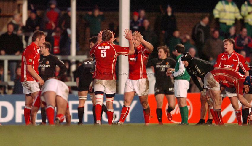 Photo: James Davies..Llanelli Scarlets v Toulouse. Heineken Cup. 09/12/2006..Scarlets celebrate win.