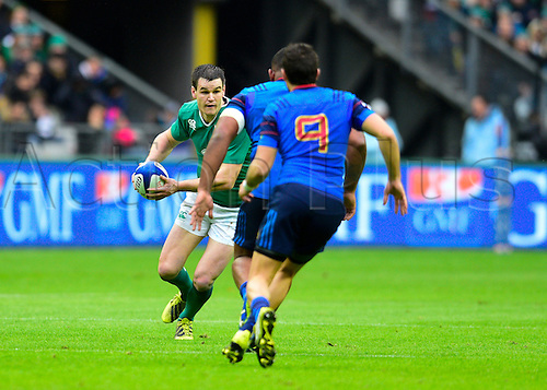 13.02.2016. Stade de France, Paris, France. 6 Nations Rugby international. France versus Ireland.  Jonathan Sexton ( Ireland ) runs towards the challenge of Sebastien Bezy (9)