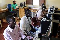 SOUTH SUDAN Bahr al Ghazal region , Lakes State, town Rumbek, computer training at jesuits training center / SUED-SUDAN  Bahr el Ghazal region , Lakes State, Rumbek , Ausbildungs-Zentrum der Jesuiten, Computerausbildung fuer Jugendliche