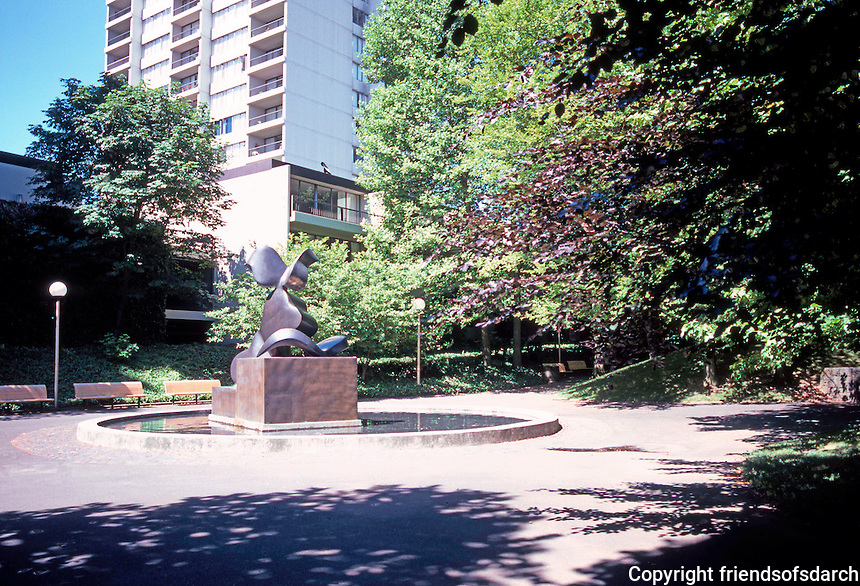 "Portland: Pettygrove Park & Bronze Sculpture, ""The Dreamer"" by Manuel Izquierdo, 1979.  Photo '86."