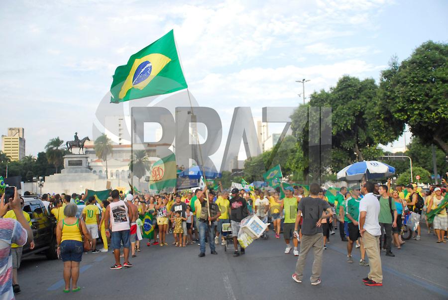 RIO DE JANEIRO - RJ DOMINGO 15.05.2015 - MANIFESTAÇÃO IMPEACHMENT CONTRA DILMA - Ato de manifestação de impeachment já no centro do rio zona sul da cidade do Rio de Janeiro neste domingo 15,(Foto: Marcos Victorio / Brazil photo press)