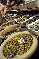 """Amérique/Amérique du Nord/USA/Etats-Unis/Vallée du Delaware/Pennsylvanie/Philadelphie : Quartier d'Italian Market"""" - Pronto, Di Bruno Brothers - Produits italiens - Etal d'olives"""