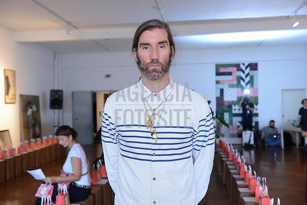 Felipe Velozo<br /> <br /> Isabela Capeto<br /> <br /> S&atilde;o Paulo Fashion Week- Ver&atilde;o 2016<br /> Abril/2015<br /> <br /> foto: Gabriel Cappelletti/ Ag&ecirc;ncia Fotosite