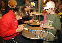 21-2-07,Tennis,Netherlands,Rotterdam,ABNAMROWTT,autographsession with Robredo and Sluiter