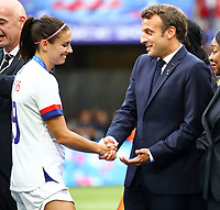 Emmanuel Macron ( President Francais ) et Alex Morgan (USA) <br /> Lyon 07/07/2019<br /> Football Womens World Cup Final <br /> United States - Netherlands <br /> Photo  Gwendoline LeGoff / Panoramic/Insidefoto <br /> ITALY ONLY