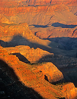 Sunrise on Grand Canyon walls viewed from Lipan Point on South Rim, Grand Canyon National Park, Årizona, AGPix_0301.