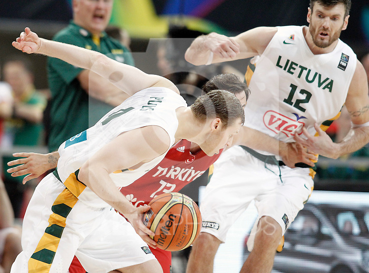 Lithuania's Martynas Pocius (l) and Ksistof Lavrinovic (r) and Turkey's Ender Arslan during 2014 FIBA Basketball World Cup Quarter-Finals match.September 9,2014.(ALTERPHOTOS/Acero)