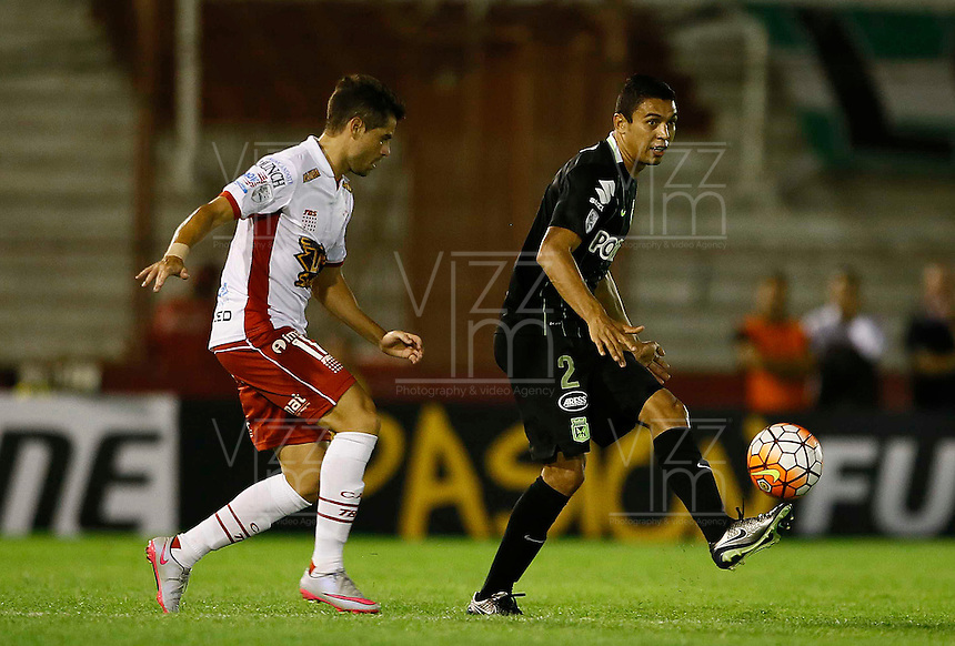 BUENOS AIRES - ARGENTINA - 24-02-2016: Ezequiel Miralles  (Izq.) jugador de Huracan de Argentina disputa el balon con Daniel Bocanegra (Der.) jugador de Atletico Nacional de Colombia durante partido de la Primera Fecha del Grupo 4 por la Segunda Fase, entre Huracan y Atletico Nacional de la Copa Bridgestone Libertadores 2016 en el Estadio Tomas A Duco, de la ciudad de Buenos Aires. / Ezequiel Miralles  (L) player of Huracan of Argentina vies for the ball with con Daniel Bocanegra (R) player Atletico Nacional of Colombia, during a match for the first date of the Group 4 for the second phase between Huracan and Atletico Nacional of Colombia for the Bridgestone Libertadores Cup 2016, in the Tomas A Duco, Stadium, in Buenos Aires city. Photo: Photogamma / Javier Garcia Martino / VizzorImage.