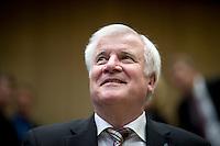 Bayerns Ministerpraesident Horst Seehofer (CSU) nimmt am Freitag (19.09.14) in Berlin an einer Sitzung des Bundesrates teil. Eine umstrittene Asylrechtsreform soll am (19.09.14) im Bundesrat verabschiedet werden.<br /> Foto: Axel Schmidt/CommonLens