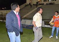 TUNJA -COLOMBIA, 03-11-2013. lberto Gamero de Boyaca Chico gesticula durante del partido por la fecha 17 de la Liga Postobon II-2013, jugado en el estadio de la Independencia de la ciudad de Tunja./ Boyaca Chico coach Alberto Gamero gestures during a match for the 17th  date of the Postobon Leaguje II-2013 at the Independencia Stadium in Tunja city. Photo: VizzorImage/Jose Miguel Palencia/STR