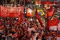 SAO PAULO, SP, 22.05.2014 - Manifestantes do Movimento dos sem Teto se organizam na tarde desta quinta-feira (22) no Lago da Batata em Sao Paulo.  (Foto: Amauri Nehn / Brazil Proto Press).