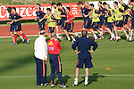 MADRID (24/05/09).- The Spanish Soccer national team has officially begun their hunt for the championship, arriving in the Madrid municipality of Las Rozas to begin preparing for South Africa World Cup.  Coach Vicente del Bosque watches players. ..PHOTO: Cesar Cebolla / ALFAQUI