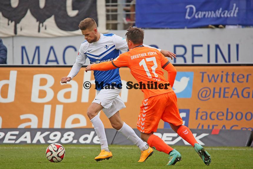 Tobias Kempe (SV98) gegen Thomas Pledl (Fuerth) - SV Darmstadt 98 vs. SpVgg. Greuther Fuerth, Stadion am Boellenfalltor