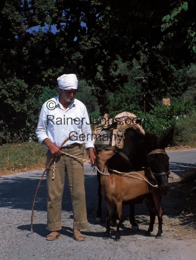 Griechenland, Kreta, Mann mit Ziege und Esel | Greece, Crete, man with goat and donkey