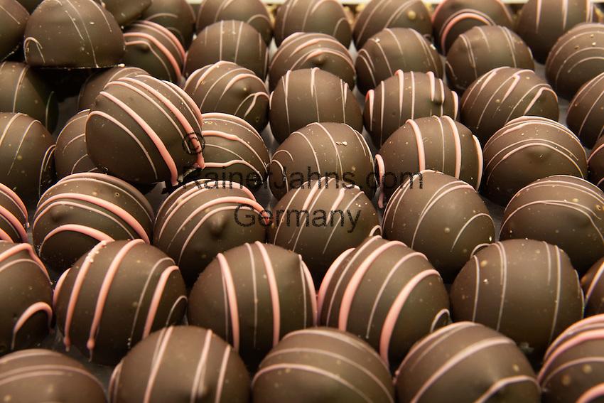 Belgium, West-Flanders, Bruges: Display of Belgian chocolates