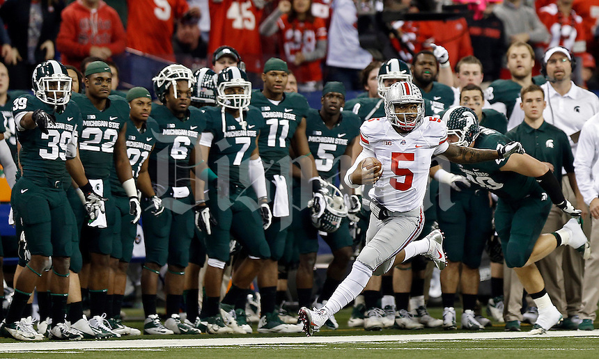 Ohio State Buckeyes quarterback Braxton Miller (5) takes off running down the sideline against Michigan State Spartans in the 2nd quarter during the Big 10 Championship game at Lucas Oil Stadium in Indianapolis, Ind on December 7, 2013.  (Dispatch photo by Kyle Robertson)