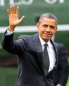 United States President Barack Obama waves to the press after landing on the South Lawn of the White House in Washington, D.C. on Wednesday, October 26, 2011.   The President returned from a three day campaign trip to California, Nevada, and Colorado..Credit: Ron Sachs / Pool via CNP