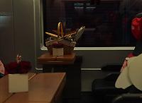 Verpflegungskörbe warten auf die Paare im Zuginneren - Frankfurt 14.02.2020: Duplo Liebesreise zum Valentinstag nach Paris