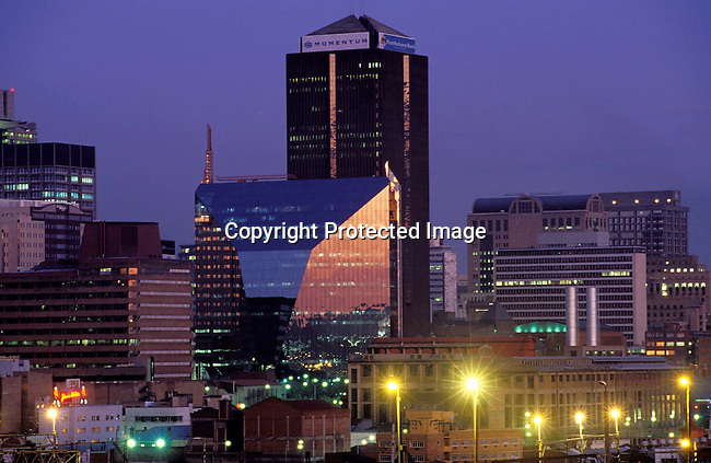 digajhb00131.Gauteng. Johannesburg. A view of the skyline in downtown Johannesburg as sunset on June 20, 2002 in Johannesburg, South Africa. The city is the melting pot for Africans arriving to South Africa with it's mix of people, culture and diversity..©Per-Anders Pettersson/iAfrika Photos