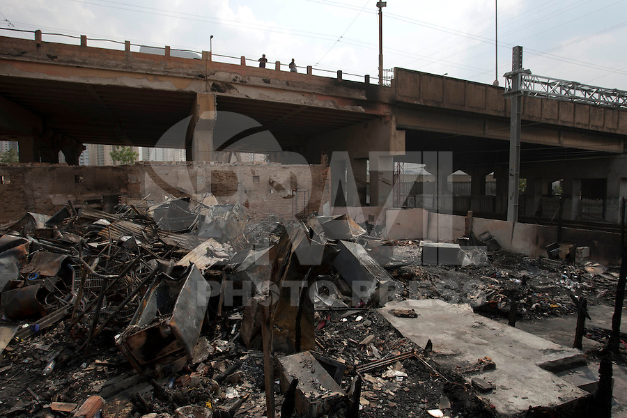 SAO PAULO, SP 19/09/2012 - FAVELA DO MOINHO- Favela do Moinho, no Centro de São Paulo. Na foto destroços de moveis e entulhos atingidos pelo incendio.<br /> FOTO VAGNER CAMPOS/ BRAZIL PHOTO PRESS