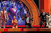Robert Downey Jr., Scarlett Johansson, Mark Ruffalo und Jeremy Renner bei der Hand and Footprints Ceremony der 'Avengers: Endgame'- Darsteller am TCL Chinese Theatre Hollywood. Los Angeles, 23.04.2019