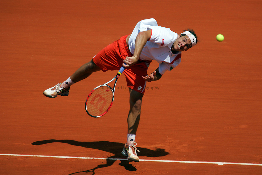 Photo: Iconsport/Richard Lane Photography..French Open, Roland Garros 2007. 31/05/2007..Gaston Gaudio serves.