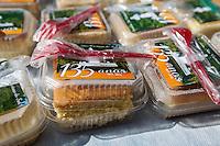 SAO CAETANO DO SUL, SP, 28 DE JULHO 2012 - ANIVERSARIO DE SAO CAETANO -  Bolo em homenagem aos 135 anos da cidade de Sao Caetano do Sul na Praca da Matriz, neste sábado, 28. 125 metros de bolo totalizando 6 mil pedacos. (FOTO: WILLIAM VOLCOV / BRAZIL PHOTO PRESS).