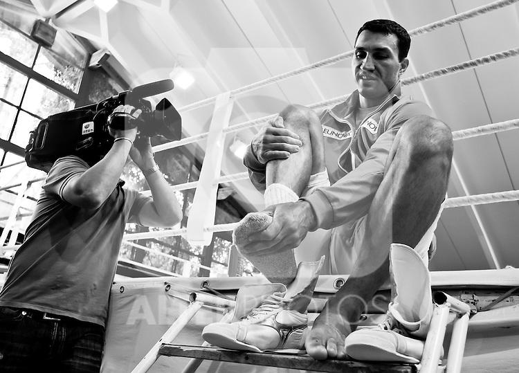 07.06.2011, Stanglwirt, Going, AUT, Wladimir Klitschko, Training, im Bild großer Andrang von Medienvertretern anlässlich der Trainigseinheit im Hotel Stanglwirt mit Wladimir Klitschkoduring a training session at Hotel Stanglwirt, Going, Austria on 7/6/2011. EXPA Pictures © 2011, PhotoCredit: EXPA/ J. Groder