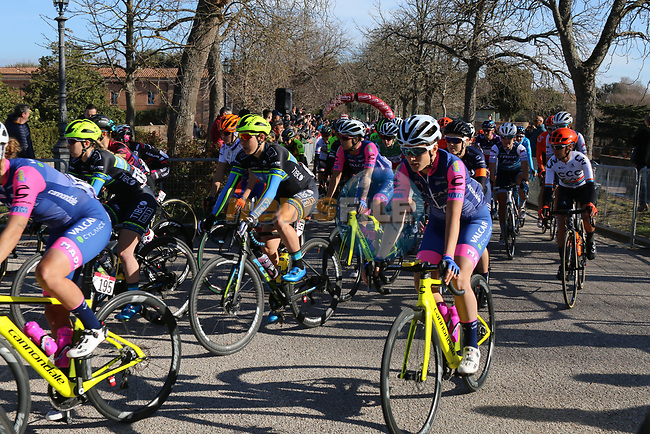 The start of the Strade Bianche Women Elite 2019 running 133km from Siena to Siena, held over the white gravel roads of Tuscany, Italy. 9th March 2019.<br /> Picture: Seamus Yore   Cyclefile<br /> <br /> <br /> All photos usage must carry mandatory copyright credit (© Cyclefile   Seamus Yore)