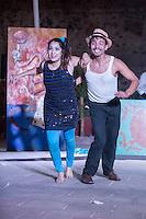 Quer&eacute;taro, Qro. 11 de Diciembre, 2015.-  &quot;Efecto Domin&oacute;&quot;,espect&aacute;culo dirigido por Tato Villanueva e interpretado por Irais Garc&iacute;a, Popousky Tepache,Celina Ramos,Atalo Robles y Karen Trejo es una &quot;.. serie de fichas de domin&oacute; en hilera, formando figuras y mecanismos artificiosos, y al dar un leve empuj&oacute;n a la ficha inicial provocar un efecto en cadena, logrando que todas las fichas terminen cayendo..&quot;.<br /> <br /> El espect&aacute;culo tendr&aacute; su cierre de temporada los d&iacute;as 17 y 18 de diciembre en el Foro al Aire Libre del del Centro de las Artes de Quer&eacute;taro<br />  <br /> Foto: David Steck