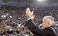 Calcio, Serie A: Lazio vs Roma. Roma, stadio Olimpico, 11 novembre 2012..Lazio coach Vladimir Petkovic, of Bosnia, greets fans at the end of the Italian Serie A football match between Lazio and AS Roma, at Rome's Olympic stadium, 11 November 2012. Lazio won 3-2..UPDATE IMAGES PRESS/Riccardo De Luca